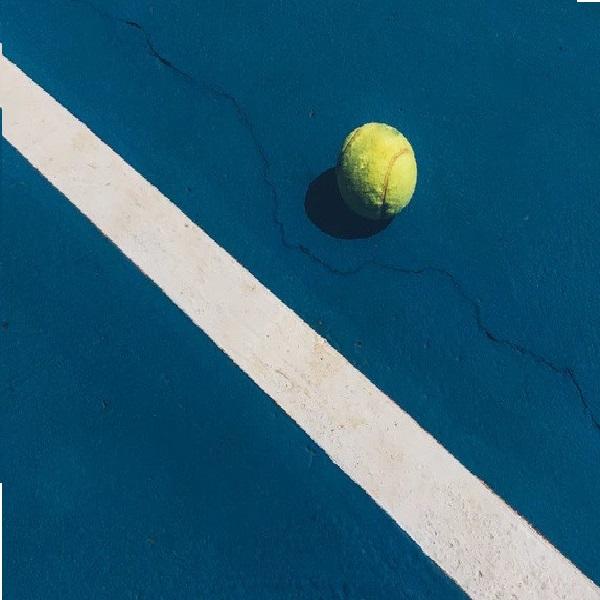 tenis piłka boisko